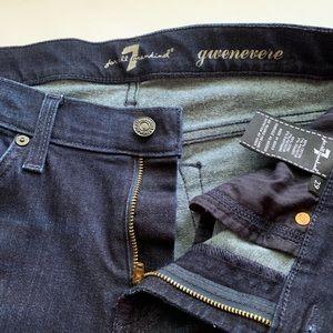 7 FAM. Gwenevere. SZ 29 Straight Leg Jean